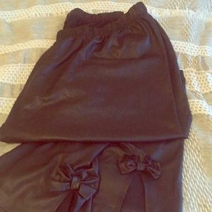 Shiny faux leather crop legging with bow accent